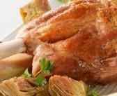 Stinco di maiale al forno con olive e patate